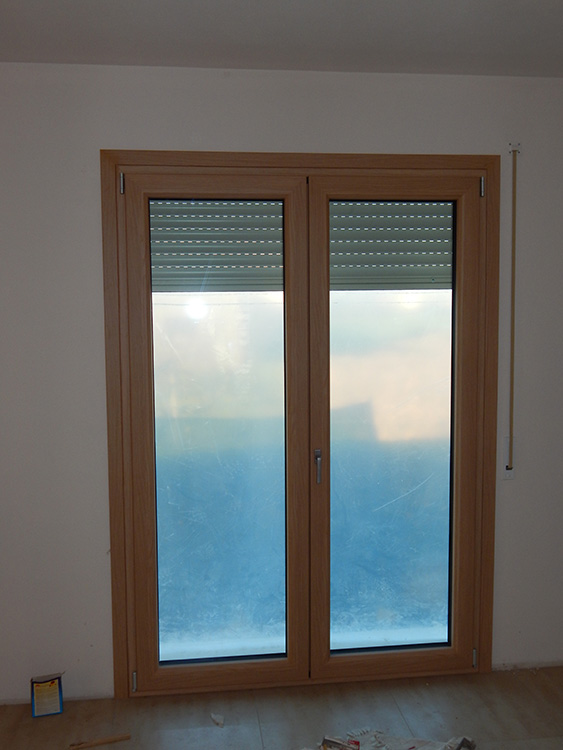 Finestra uni one standard in rovere naturale padova for Porta finestra d ingresso