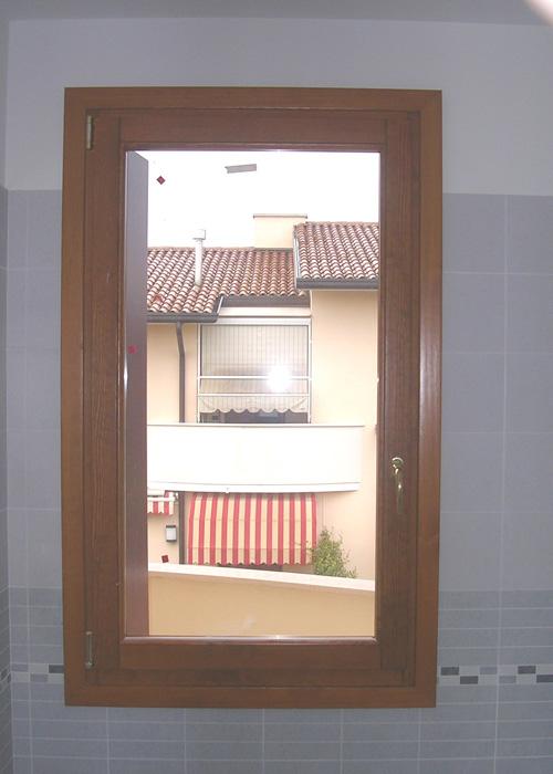 Finestra in abete lamellare modello elegance padova realizzazione porte finestre - La finestra padova ...