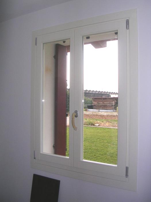 Finestra in legno lamellare modello elegance padova realizzazione porte finestre - Modelli di finestre ...