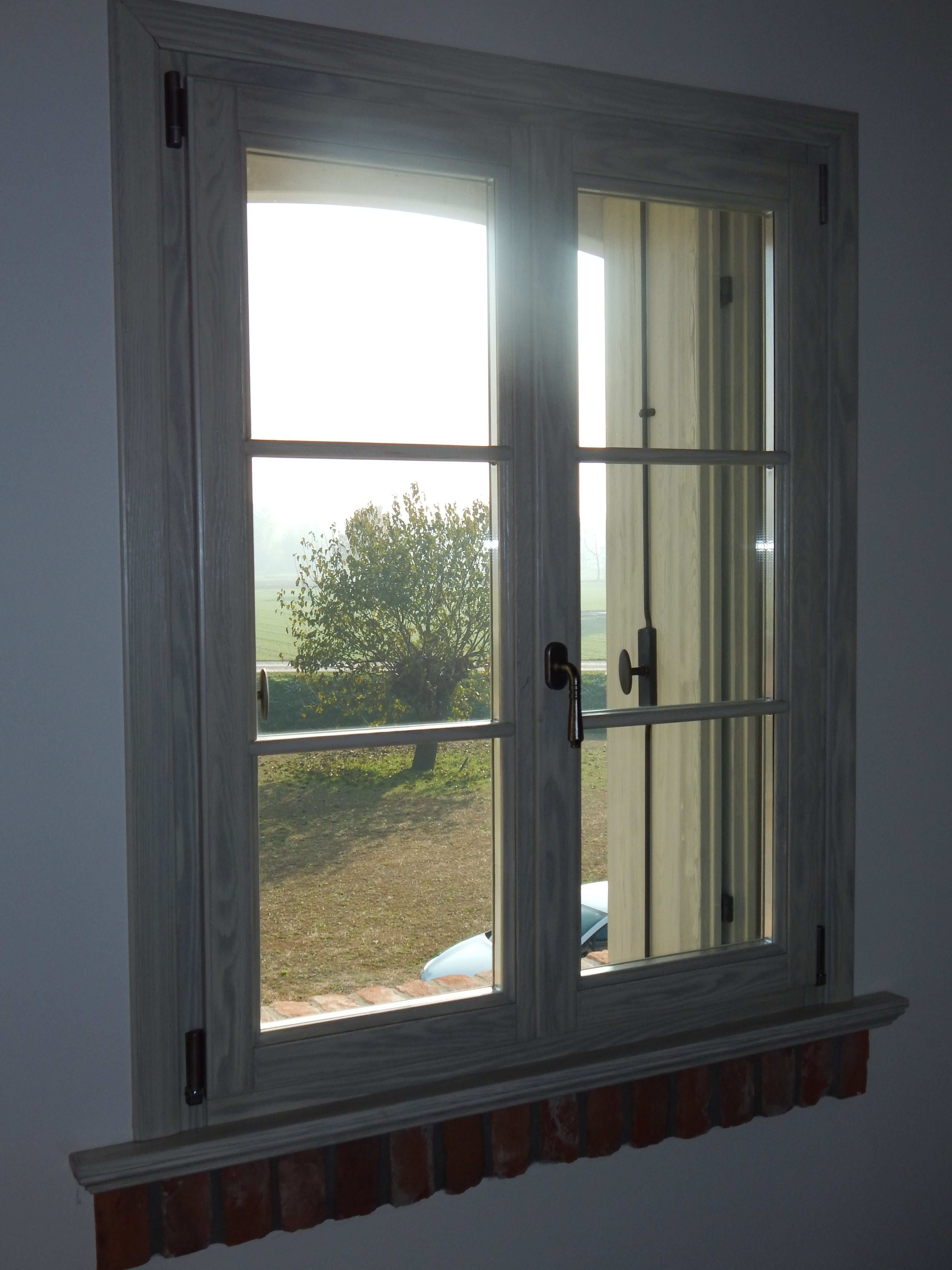 Finestra in larice spazzolato modello barocco padova - La finestra padova ...