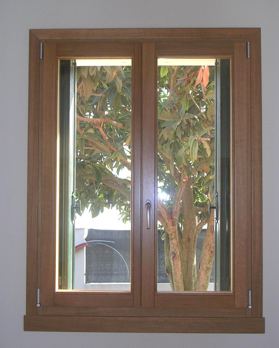 Finestra in rovere lamellare modello classic padova realizzazione porte finestre - La finestra padova ...