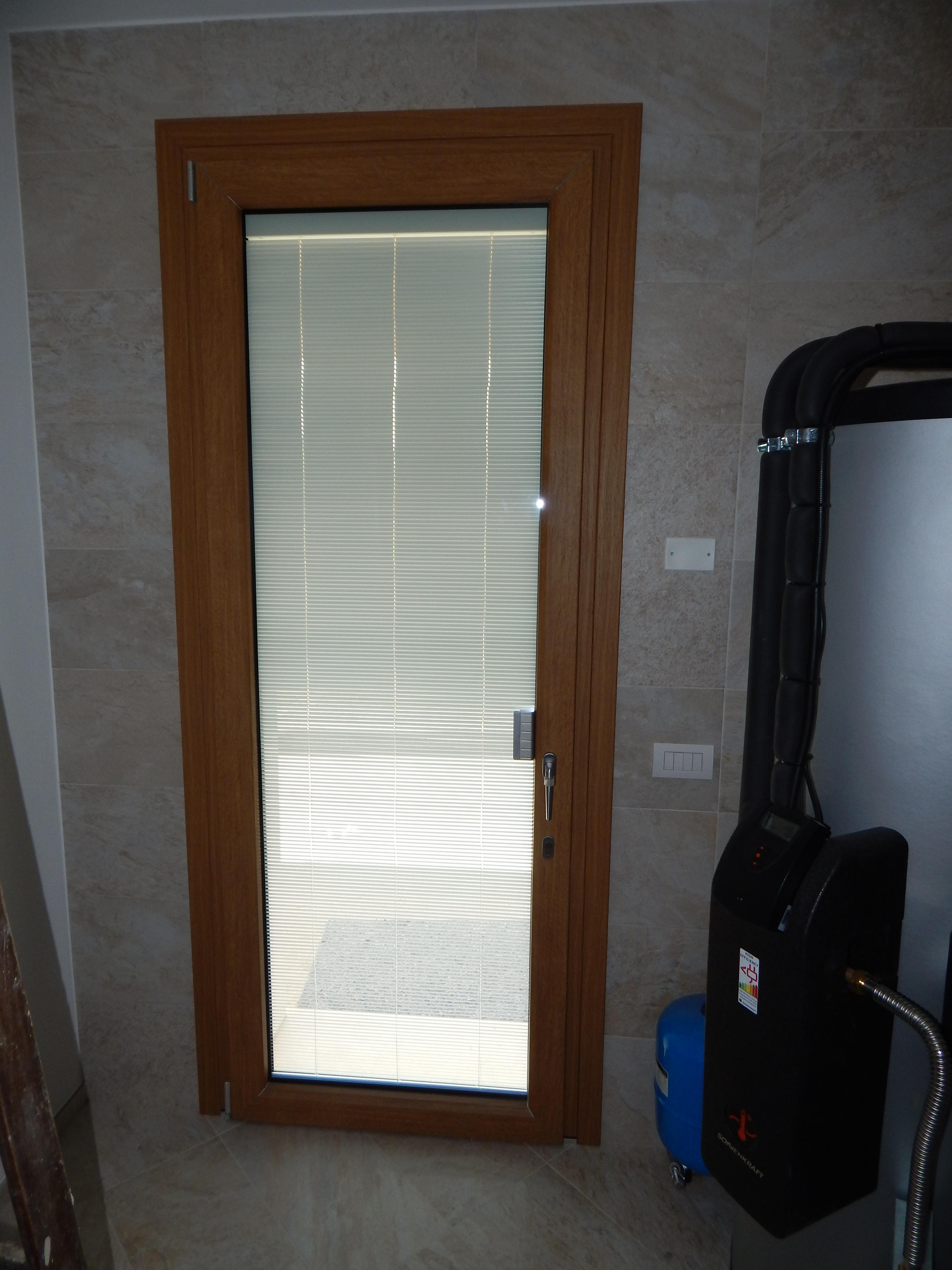 Porta finestra uni one modello complanare padova realizzazione porte finestre portoncini d - Porta finestra blindata ...