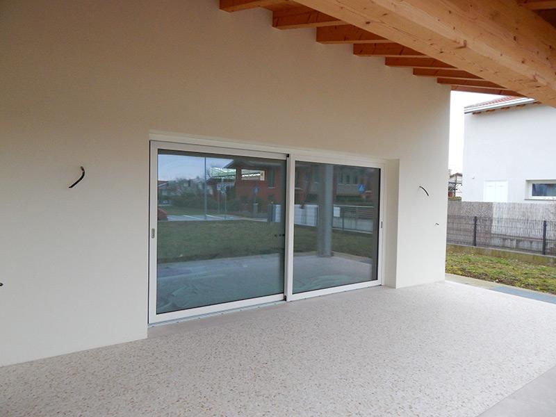 Portafinestra ad alzante scorrevole modello uni one padova realizzazione porte finestre - Finestre in frassino ...