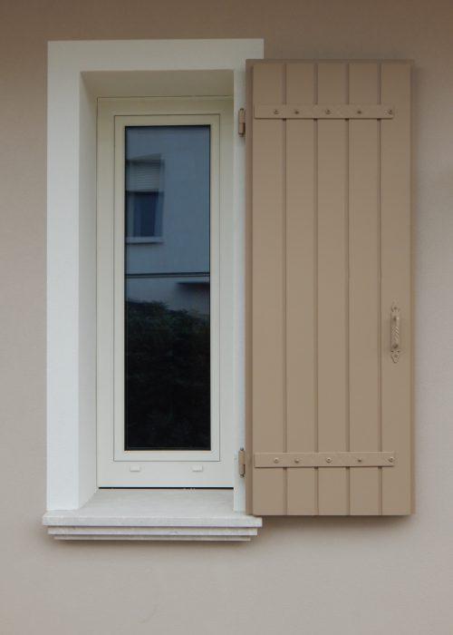Finestra uni one modello comfort padova realizzazione porte finestre portoncini d 39 ingresso - Modelli di finestre ...