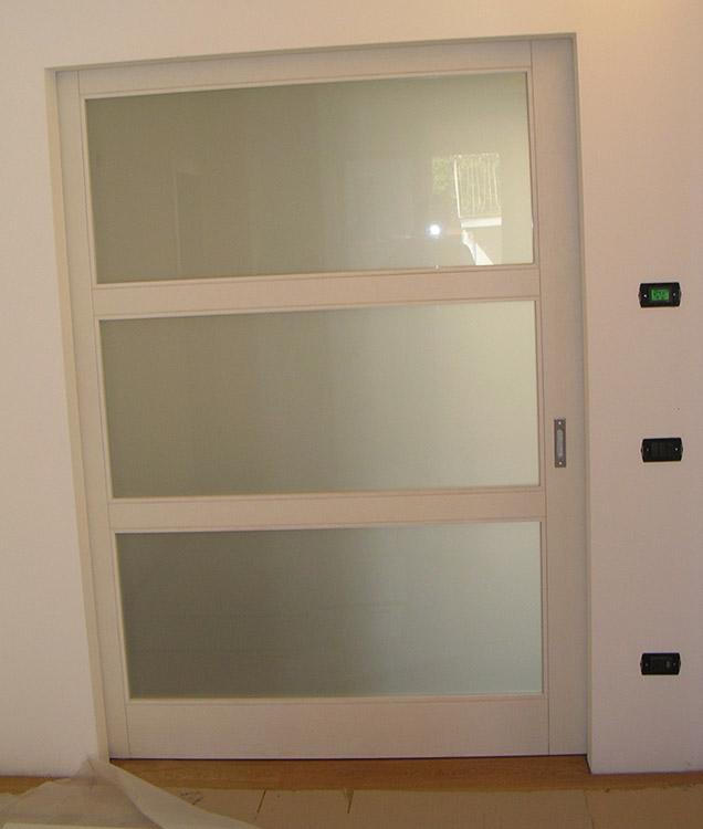 Porta in frassino con vetro padova realizzazione porte finestre portoncini d 39 ingresso e - Finestre in frassino ...