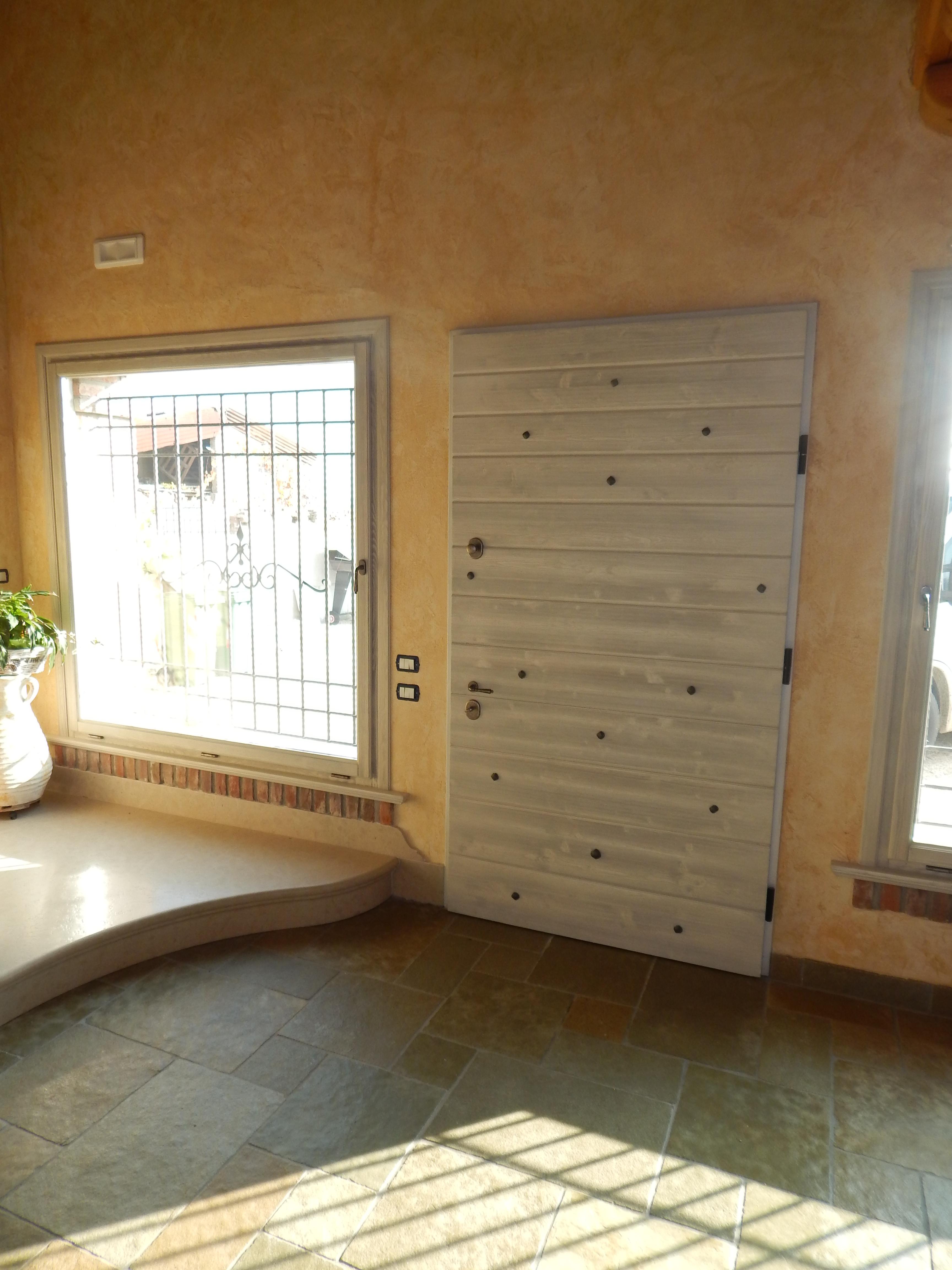 Porta blindata larice spazzolato padova realizzazione - Montaggio paraspifferi porta blindata ...