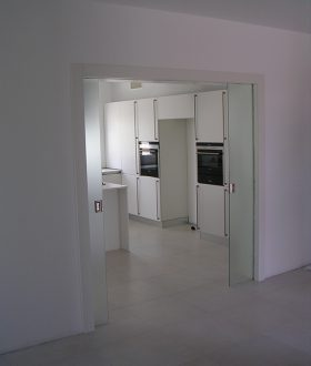 Realizzazione porte in vetro padova porte finestre - Porta scorrevole doppia ...