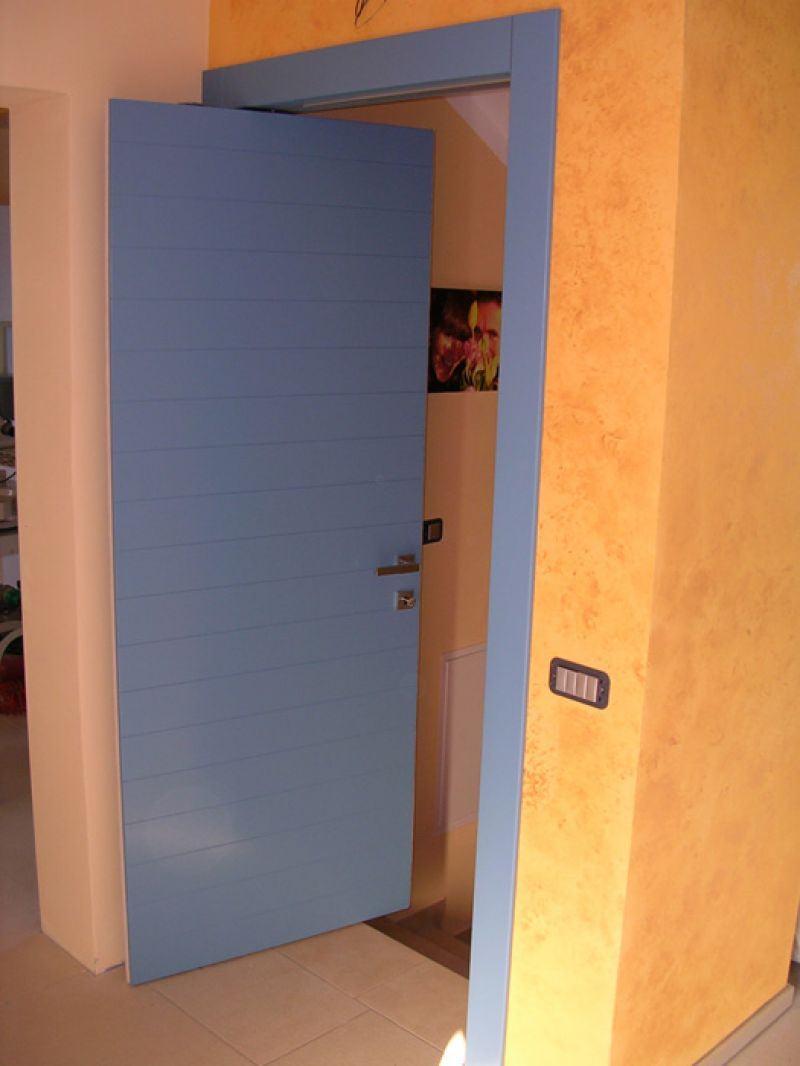 Porta in legno laccata con incisioni padova realizzazione porte finestre portoncini d - Finestre apertura alla francese ...