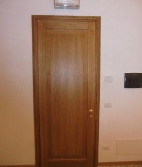 Porta in legno massiccio di rovere