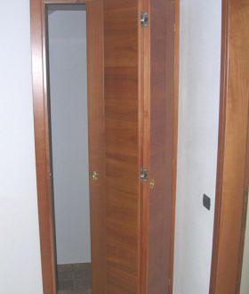 Realizzazione porte in legno padova porte finestre portoncini d 39 ingresso e scuri in legno - Porta pieghevole ...