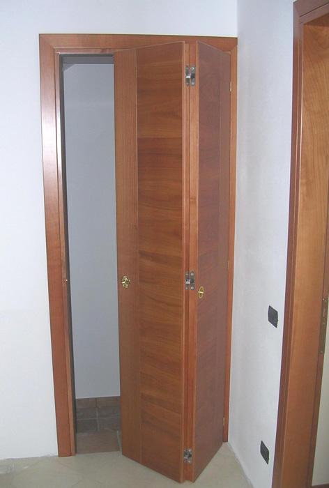 Porta pieghevole modello n liscia padova realizzazione for Porte a libro leroy merlin