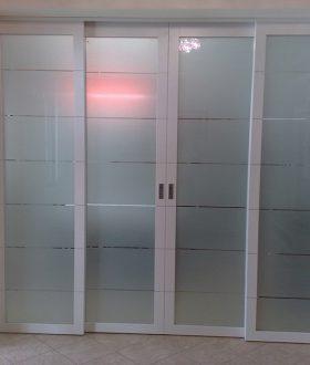 Porta scorrevole a 4 ante in vetro e alluminio