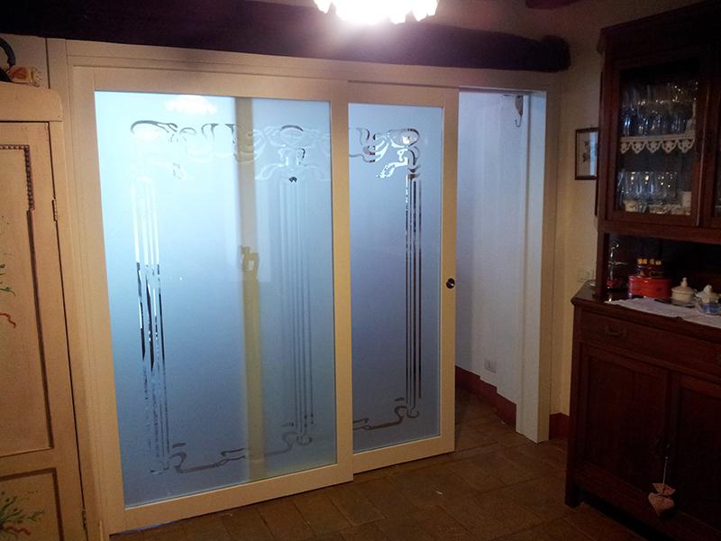Porta scorrevole telescopica con vetro sabbiato padova realizzazione porte finestre - Oscurare vetro porta ...