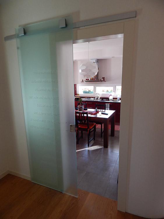 Porta scorrevole esterna muro in vetro scuro - Porta scorrevole esterna vetro ...