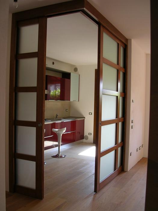 Porta scorrevole vetro e legno modello ad angolo padova - Porta interna vetro ...