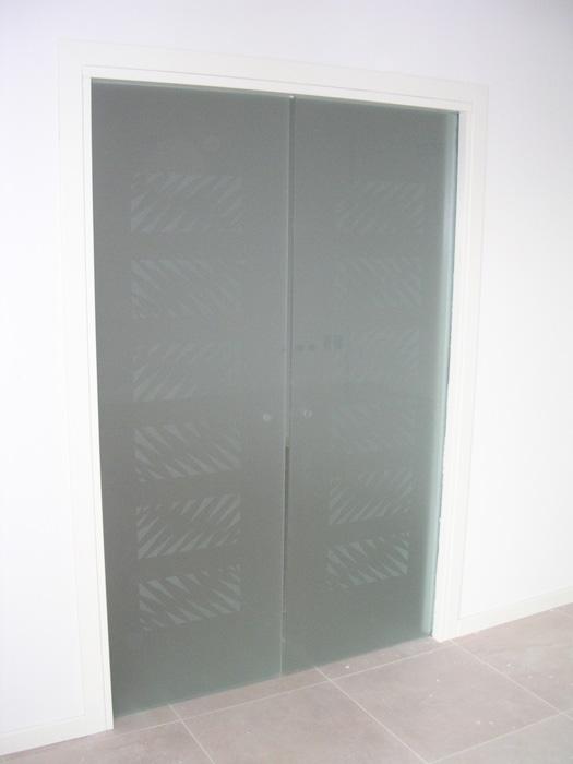 Porta tuttovetro scorrevole doppia padova realizzazione for Doppia porta scorrevole