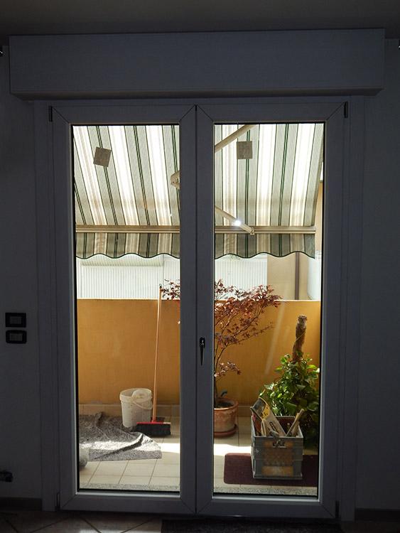 Porte finestre modello uni one padova realizzazione porte finestre portoncini d 39 ingresso - Modelli di finestre ...