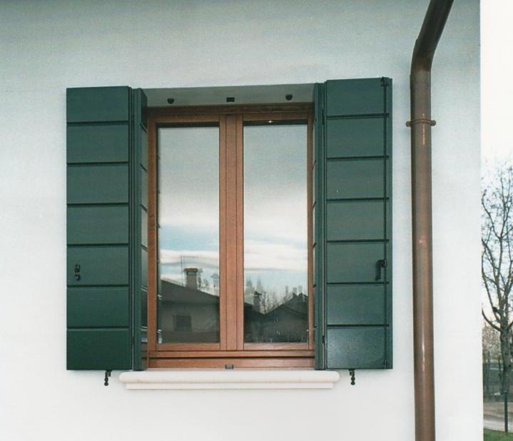 Scuri alla padovana modelli laccati padova for Finestre orizzontali