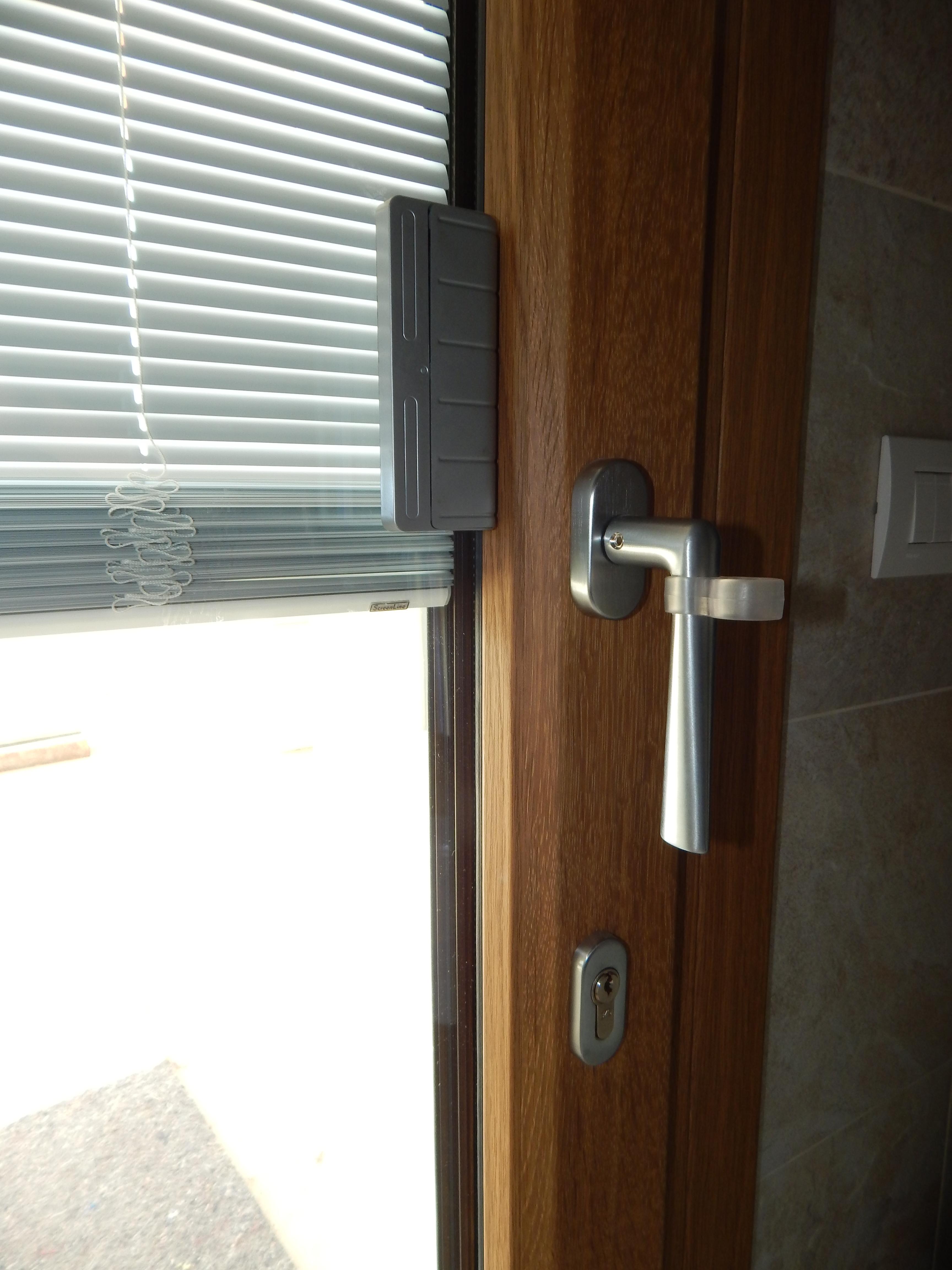 Tendine elettriche padova realizzazione porte finestre for Finestre elettriche