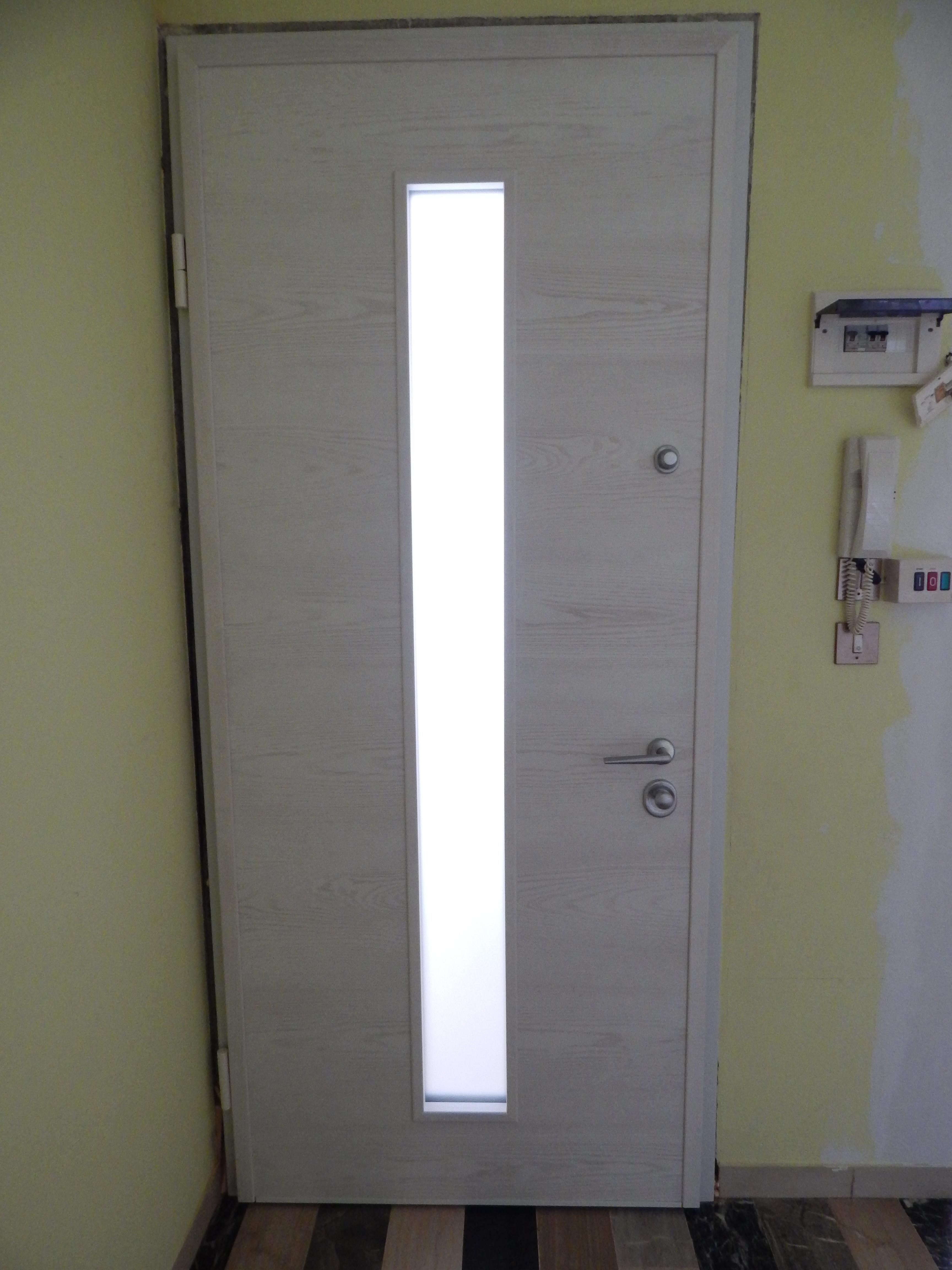 Blindato con vetro centrale padova realizzazione porte finestre portoncini d 39 ingresso e - Portoncini blindati da esterno con vetro ...