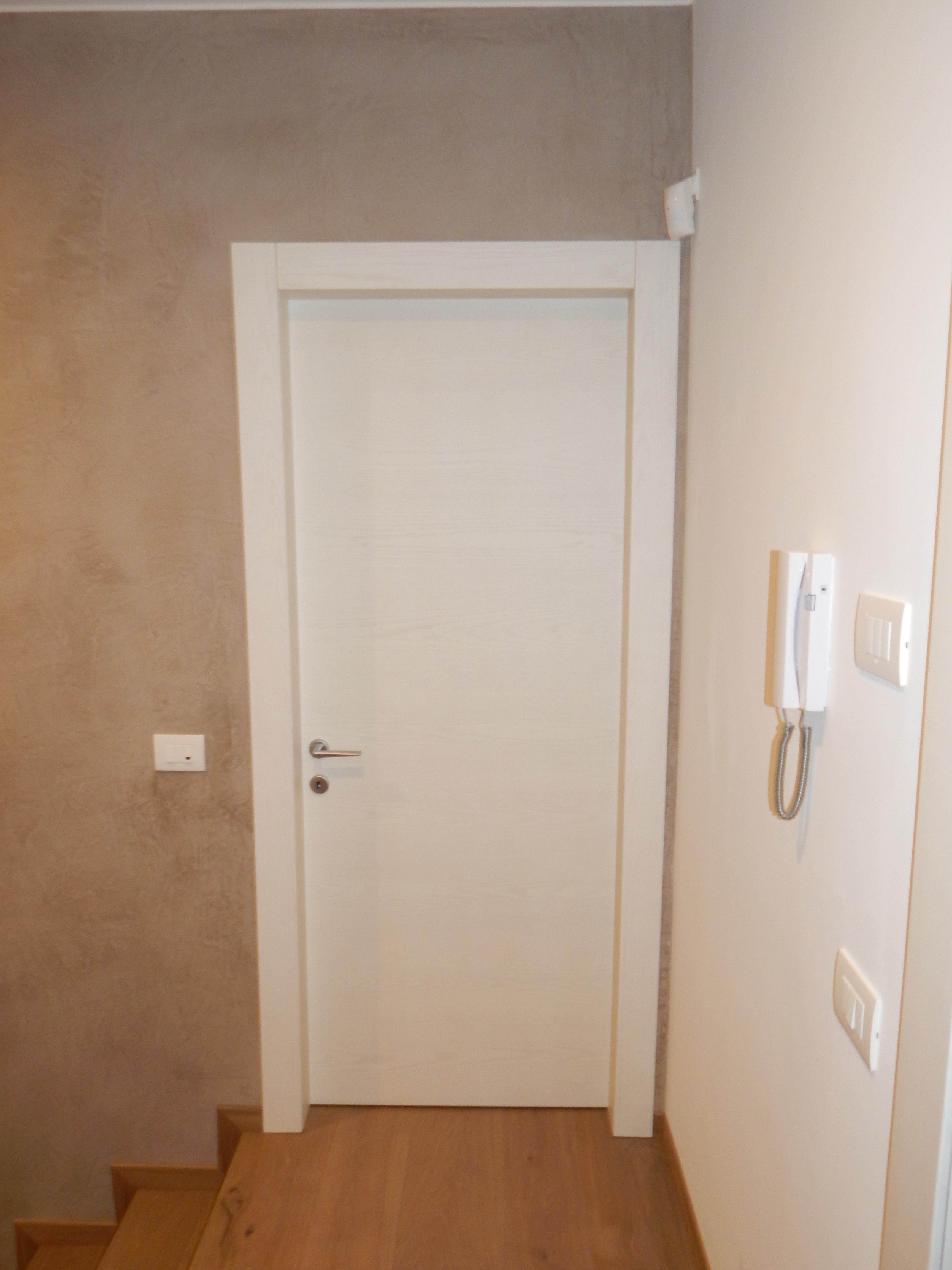 Porta liscia mod r frassino country padova realizzazione porte finestre portoncini d - Finestre in frassino ...