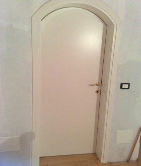 Porta laccata ad arco